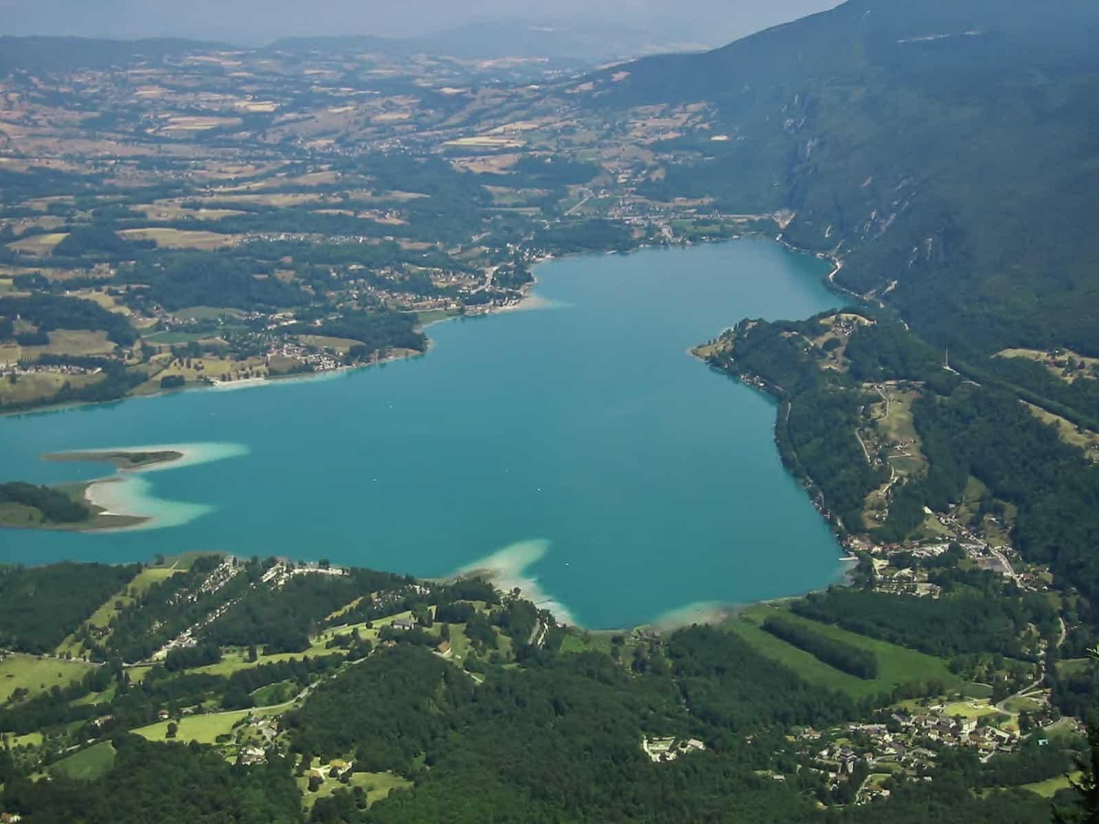 Lac_Aiguebelette_panoramique